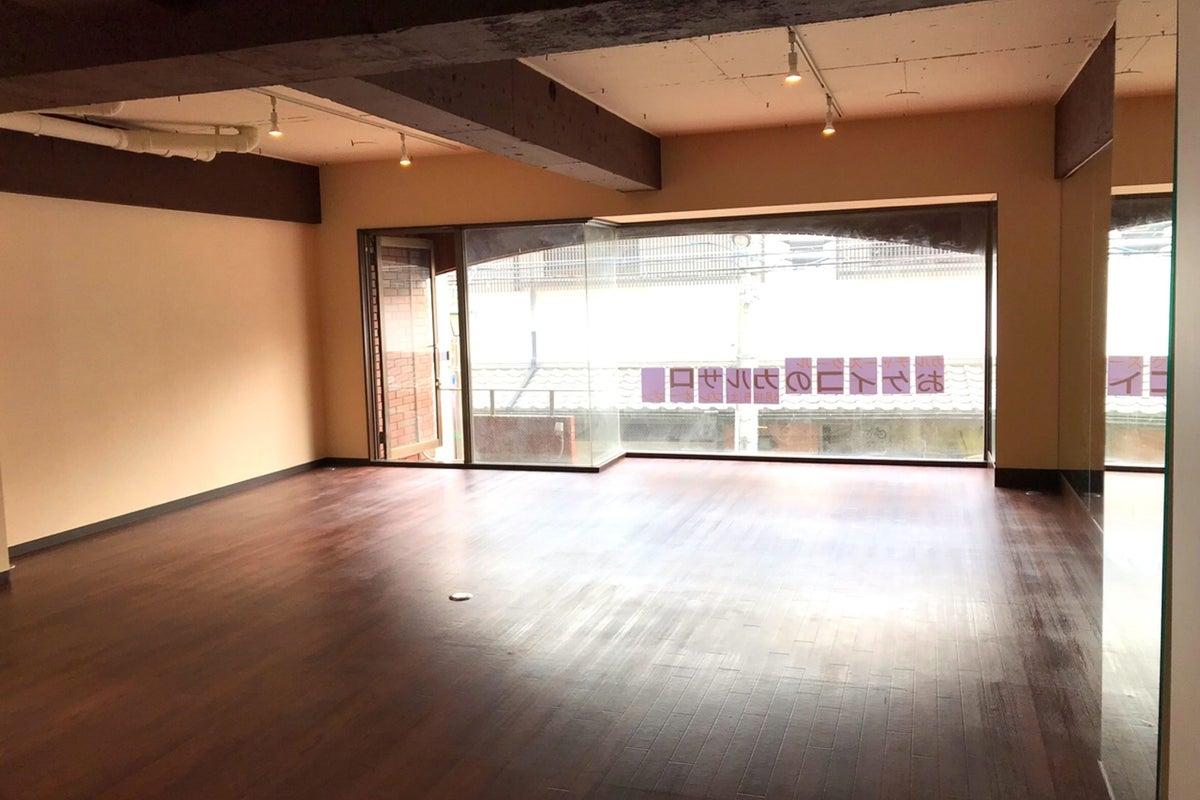 なんといっても駅近!広々綺麗なスタジオでダンスやヨガ。全面使用58㎡!演劇、自習、撮影など用途は沢山! の写真