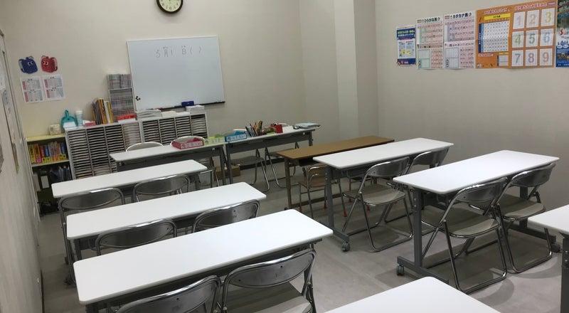 栂・美木多駅前 商業施設トナリエ栂・美木多3F 書店内にある貸し教室です