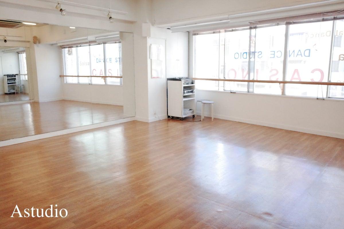 【六本木駅から徒歩3分】ダンス・ヨガ・会議などに使えるレンタルスタジオA の写真