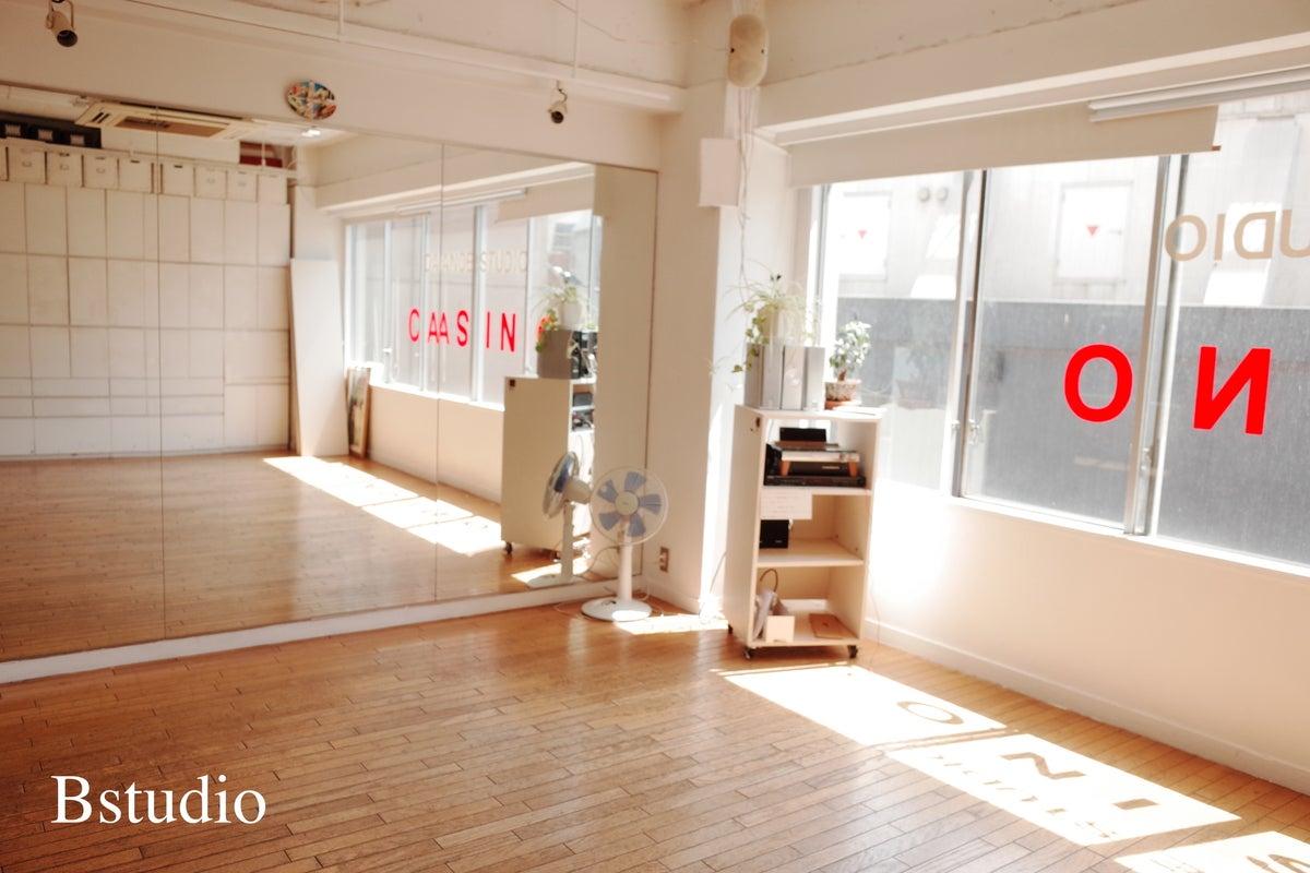 【六本木駅から徒歩3分】ダンス・ヨガ・会議などに使えるレンタルスタジオB の写真