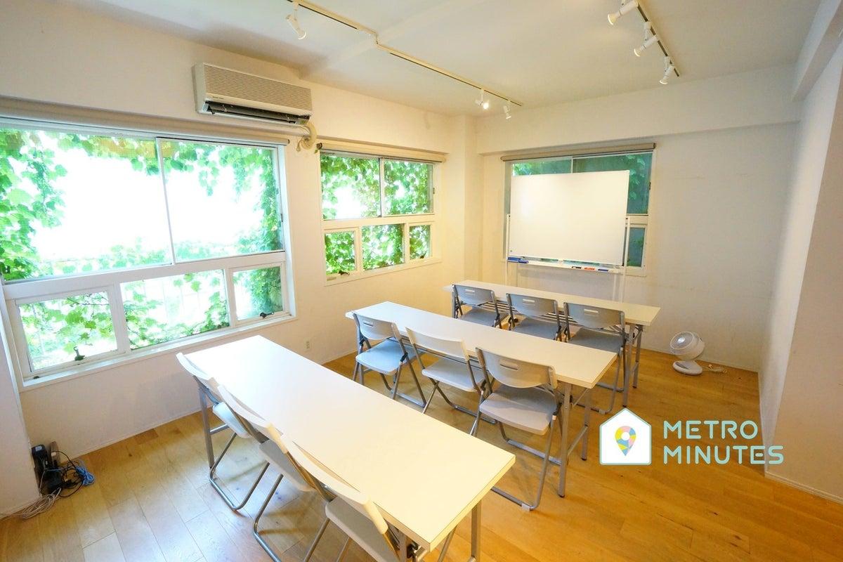 <ホワイト会議室>渋谷駅より徒歩5分⭐️18名収容⭐Wi-Fi/ホワイトボード/プロジェクタ無料 の写真