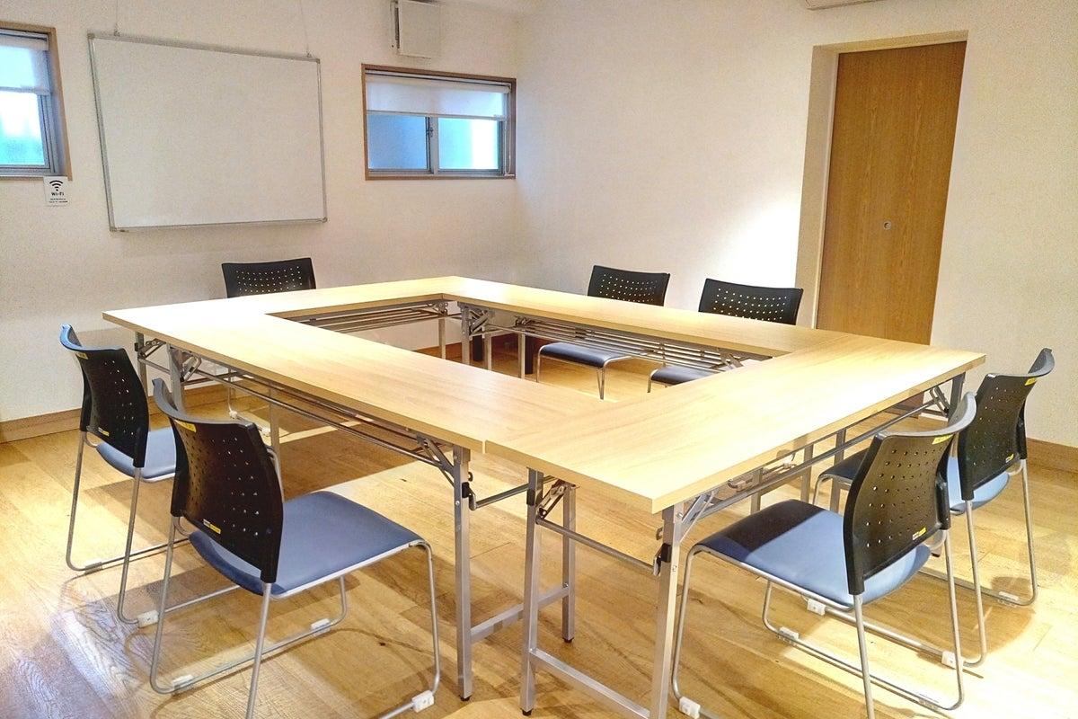 会議室、ダンススペース、リビング、キッチン・プロジェクター、多目的にご利用可能なレンタルスペースです! の写真