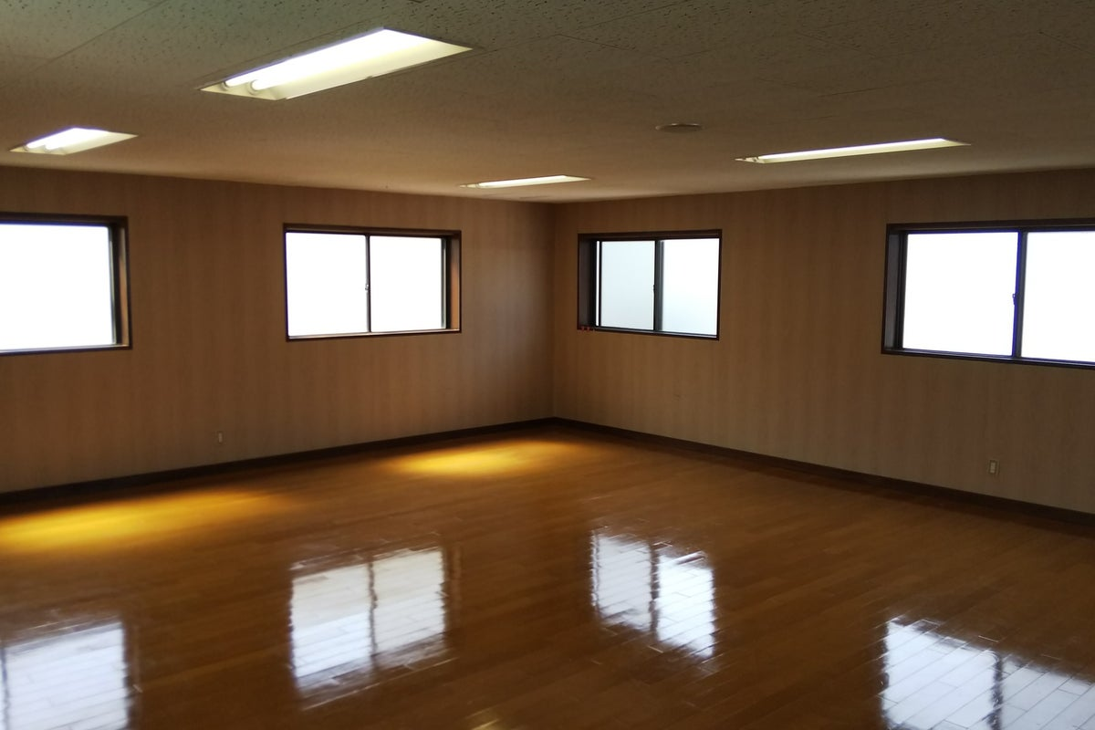 大きな鏡のあるスペース!ダンス、撮影、会議利用などに! の写真