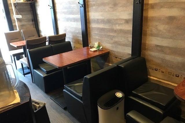 はやりに流されない落ち着いたカフェ空間をご利用ください。 の写真