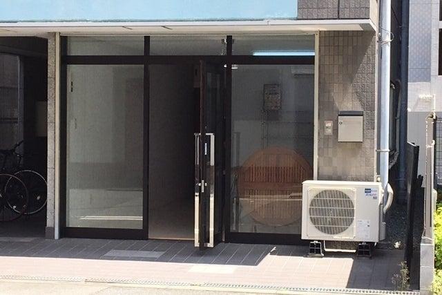 京町堀靭公園近くの路面フリースペース!!(阿波座駅から徒歩10分)白い室内はワークショップや展示会に最適。 の写真