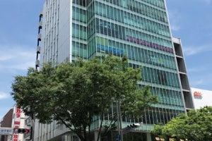 【栄駅から徒歩1分】スタバやクリニックが入っているキレイなビル8Fにあります。 の写真