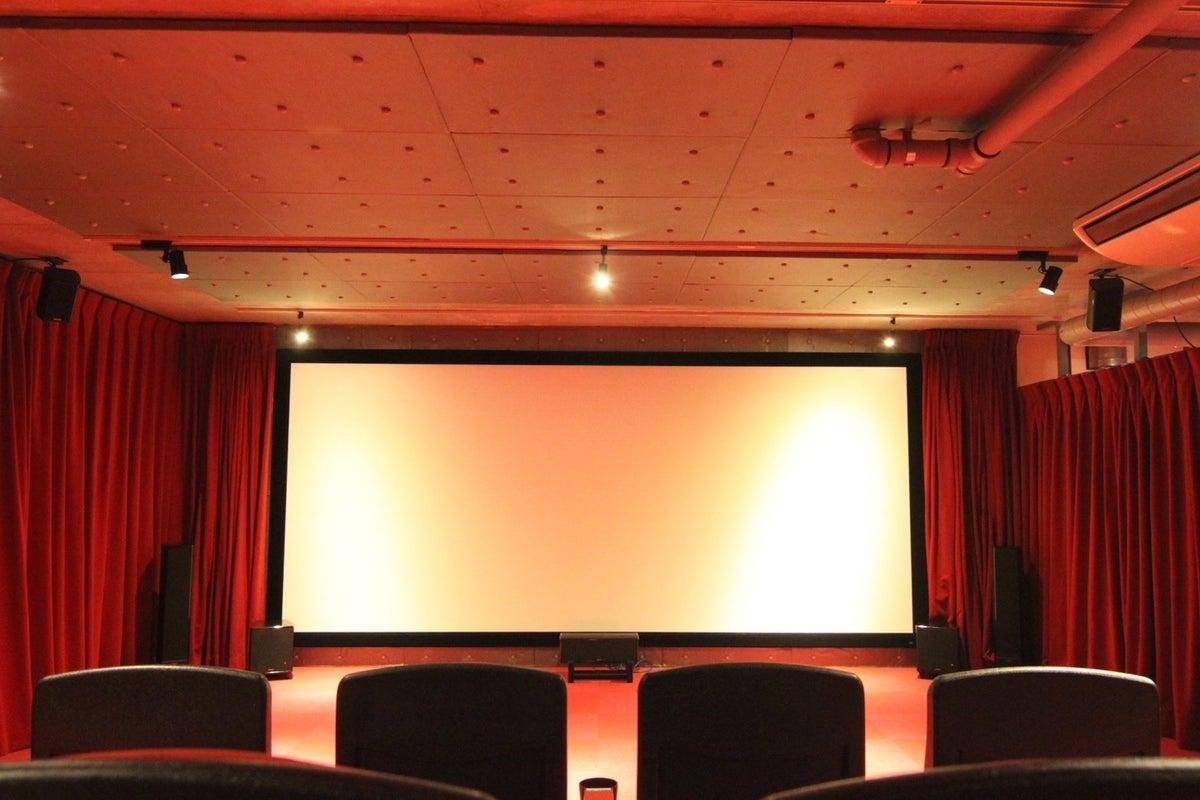 【南青山・表参道】200インチ大型スクリーン 本格レンタルシアター 上映会・撮影会・試写会などのご利用に! の写真