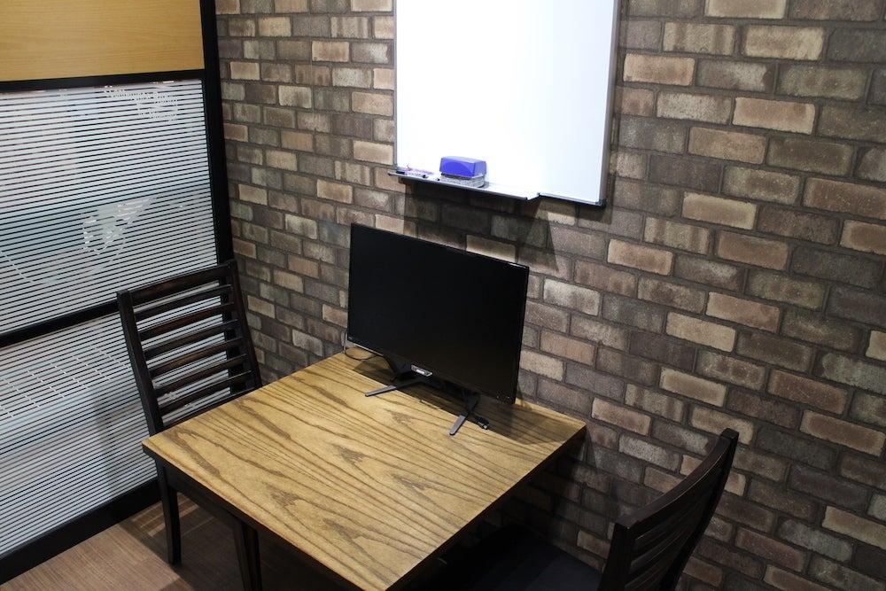 代々木駅前 30秒!個室自習室/スキルシェア ONE DAY OFFICE【3階レンタル個室1号室】 の写真