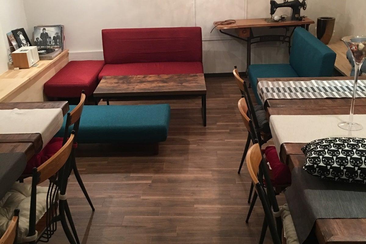 【最大18名】ソファとテーブル、完全個室。パーティー、女子会、ママ会。 の写真