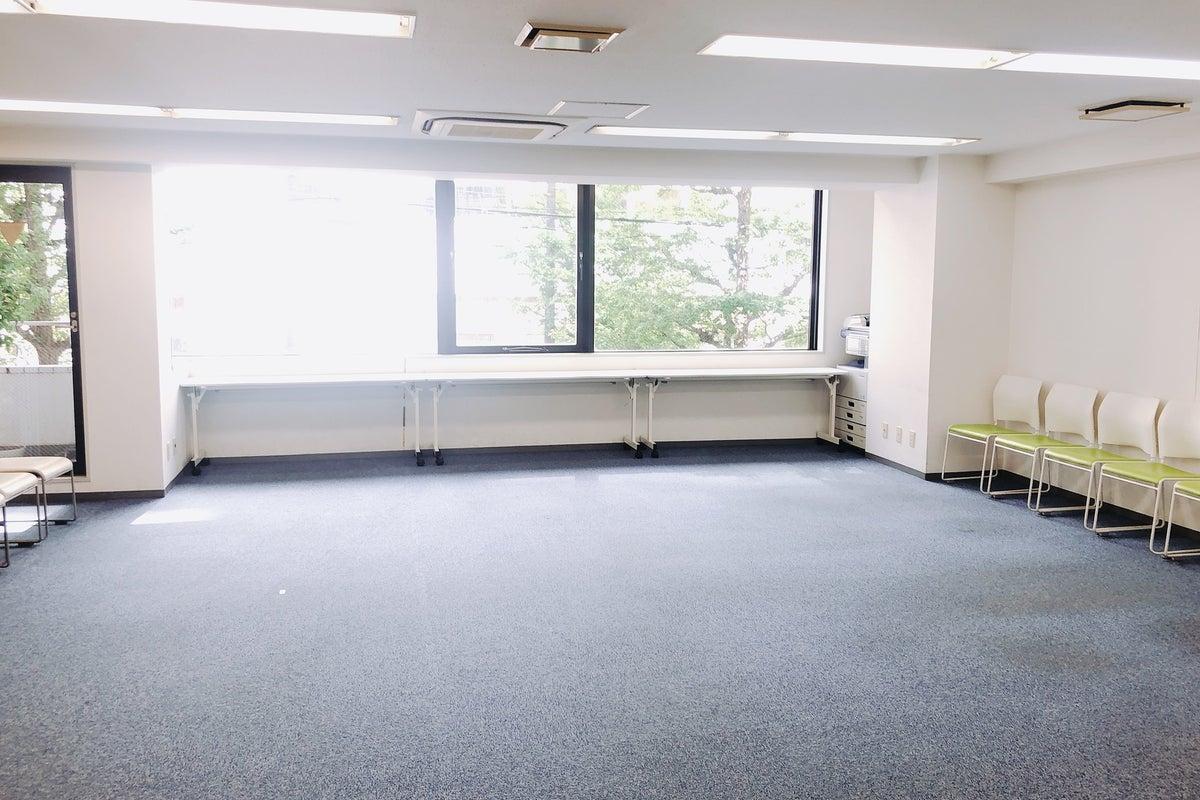 ⭐️OPEN!横浜駅東口5分⭐️明るい開放的なスペース!備品料金無し!撮影・セミナー・イベントに♪ の写真