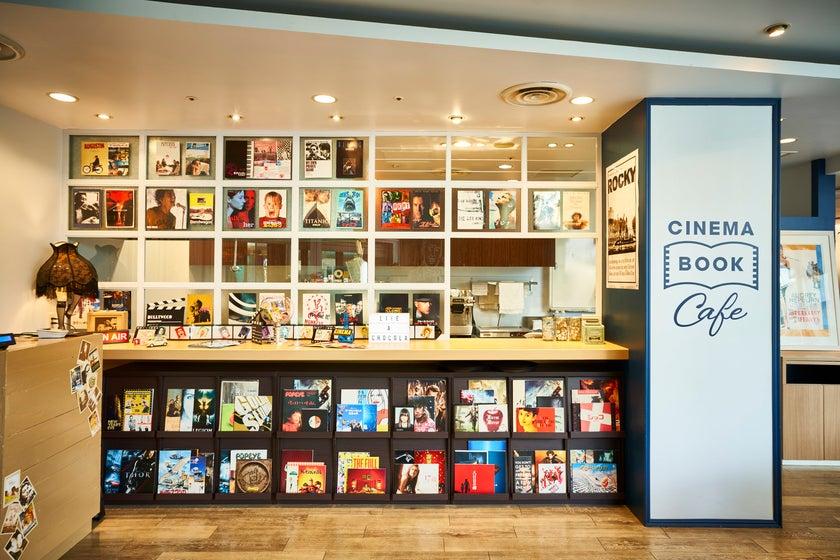 【難波】1,500冊以上の映画パンフ/雑誌が読み放題のブックカフェ。(撮影・オフサイトミーティング)(なんばシネマカフェ) の写真0