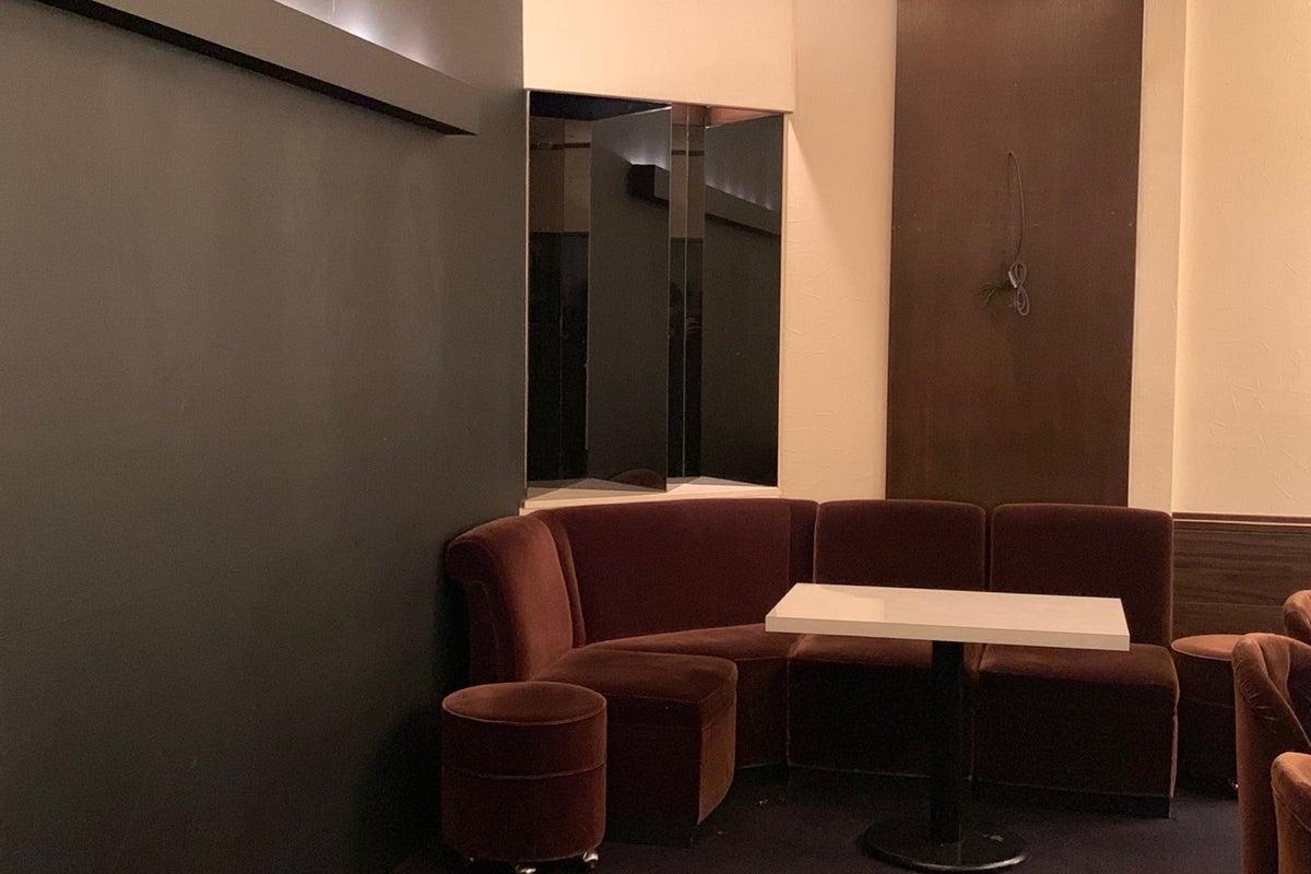 【ミナミのBARで貸切パーティ!?】駅近でカラオケ、ダーツ可能なレンタルスペース! の写真