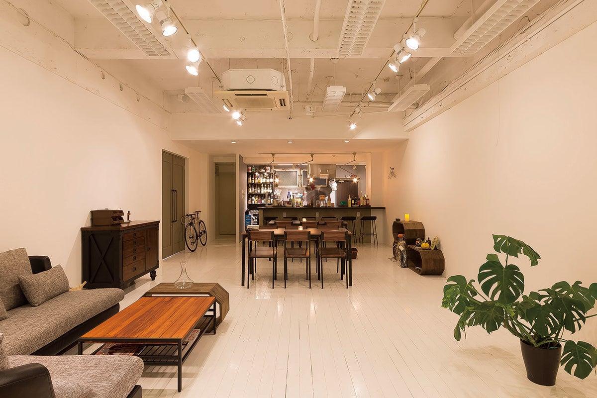 金沢中心地!白を基調としたスタイリッシュな多目的空間。スタジオ撮影、会議、各種パーティなど の写真