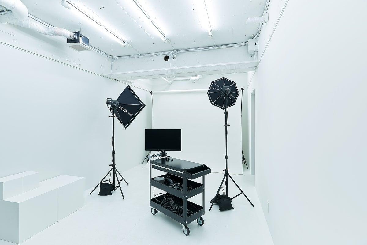 【三鷹・吉祥寺】白ホリ|撮影・展示・ワークショップ|WiFi・スピーカー・レンタル機材有 の写真