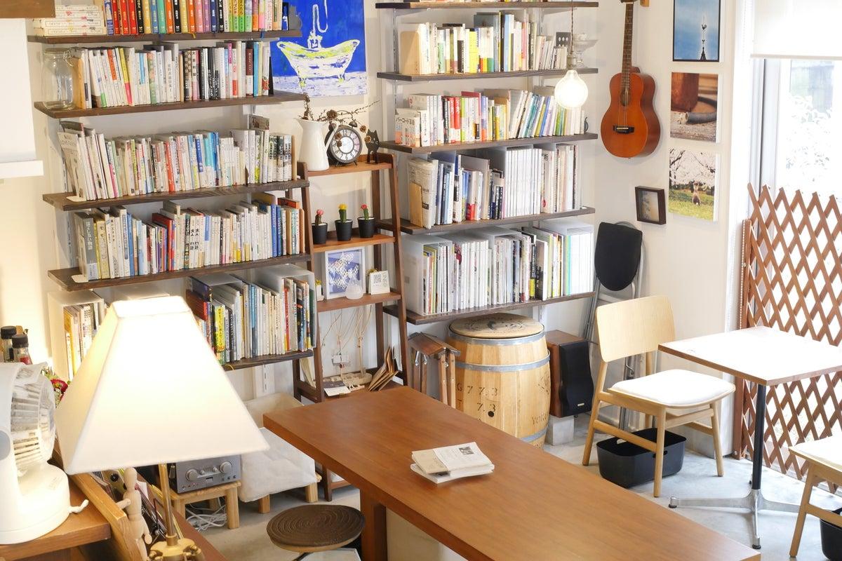 【高円寺のブックカフェ】Wi-Fi完備!キッチン利用OK。レンタルカフェ、撮影、ワークショップなど! の写真