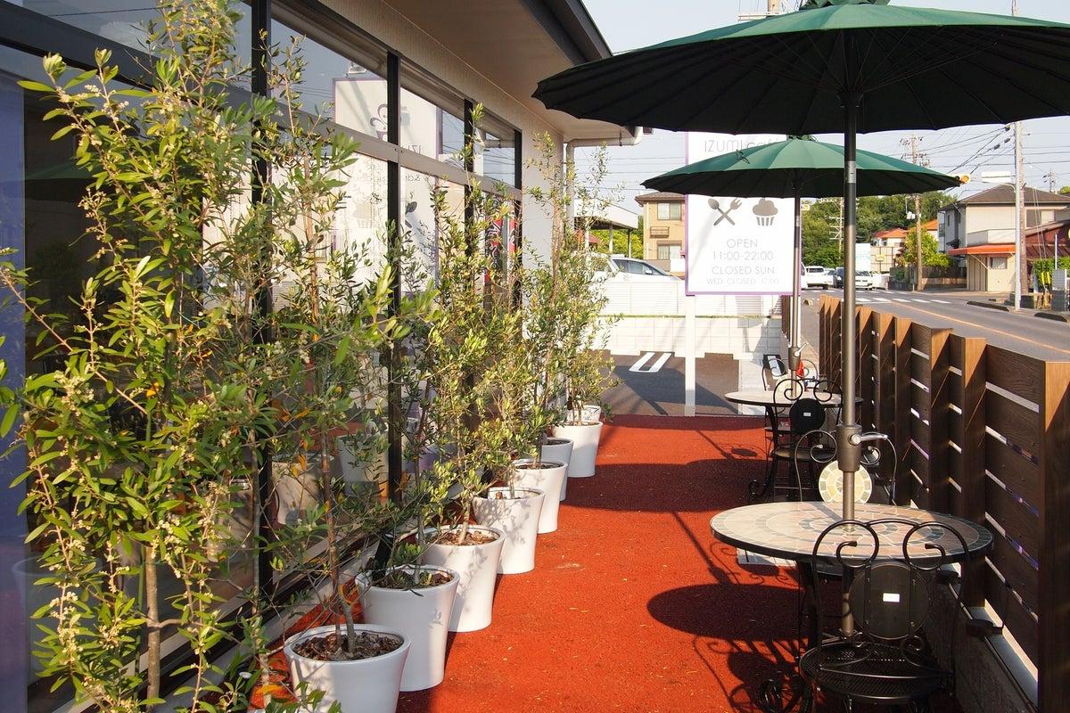 バリアフリーで天井が高く、仕切りのない開放的なカフェ!ママ会、女子会、各種イベントなどにぴったり! の写真