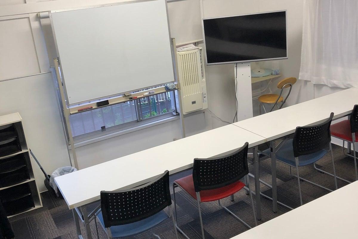 1棟貸し 2F会議スペース、塾 1Fジム、大型鏡あり の写真