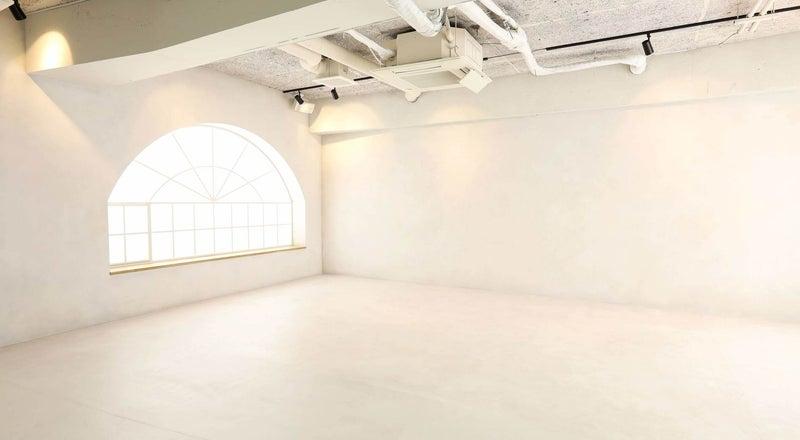 【京浜東北線 埼玉県 蕨市徒歩3分】手塗りの白壁白床。一日キレイに撮影できる埼玉の格安撮影スタジオ