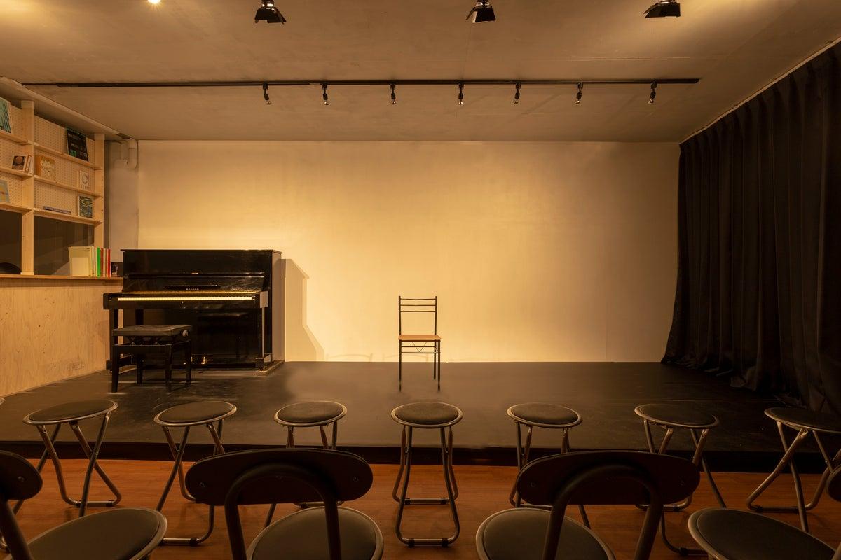 ステージ、生ピアノあり!セルフリノベスペース!公演・コンサート、演劇や楽器の練習、発表会のほか、パーティや会議にもご利用可能! の写真