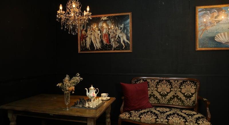 シャンデリア輝くゴシックなカフェスペース!撮影用機材アリ!コスプレ撮影、オフ会、女子会に♪