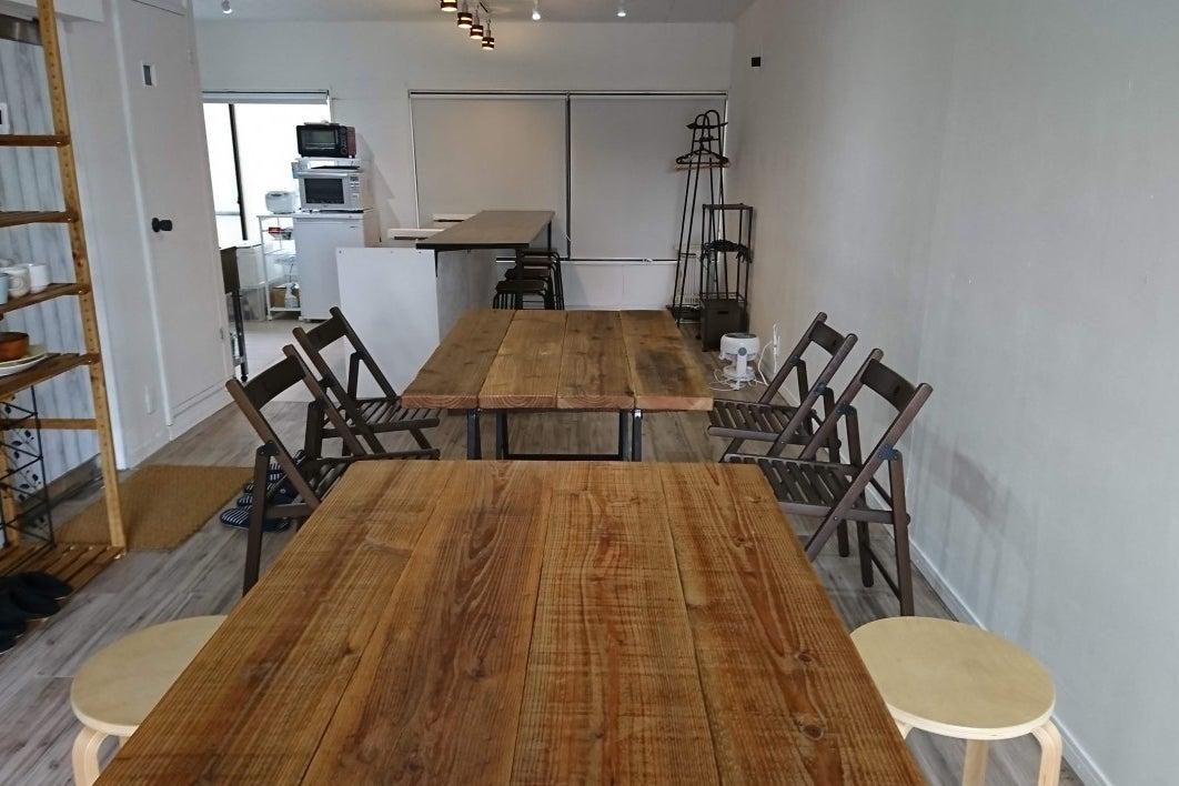 【世田谷】白を基調としたカフェ風キッチンスタジオ。料理撮影、コスプレ撮影などの利用に! の写真
