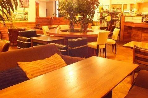 【八王子駅徒歩4分】カラオケや高機能プロジェクター付カフェスペース。パーティ・撮影・ビジネスなどに の写真