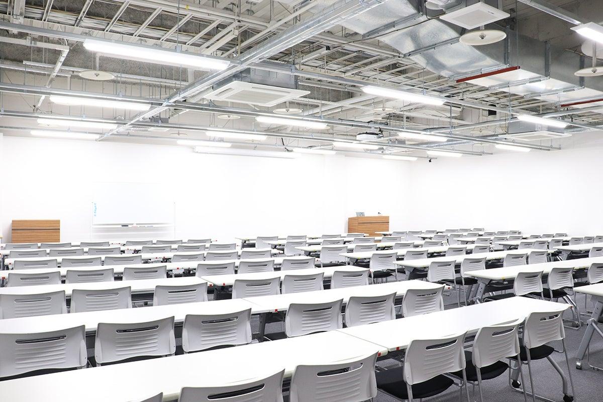 面積132㎡・最大112席の広々スペース!利用者無料駐車場100台以上!設備は全て利用無料! の写真