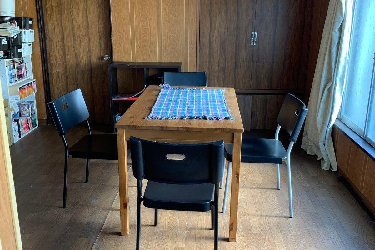 スタートアップカフェやまなし、コワーキングスペース、スモールオフィススペース、学習スペース の写真