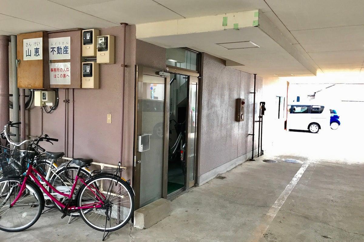金沢駅東口徒歩8分。24時間利用可、24名着席可、プロジェクター、Wi-Fi無料。近隣パーキング多数の貸会議室。(ロイヤル) の写真
