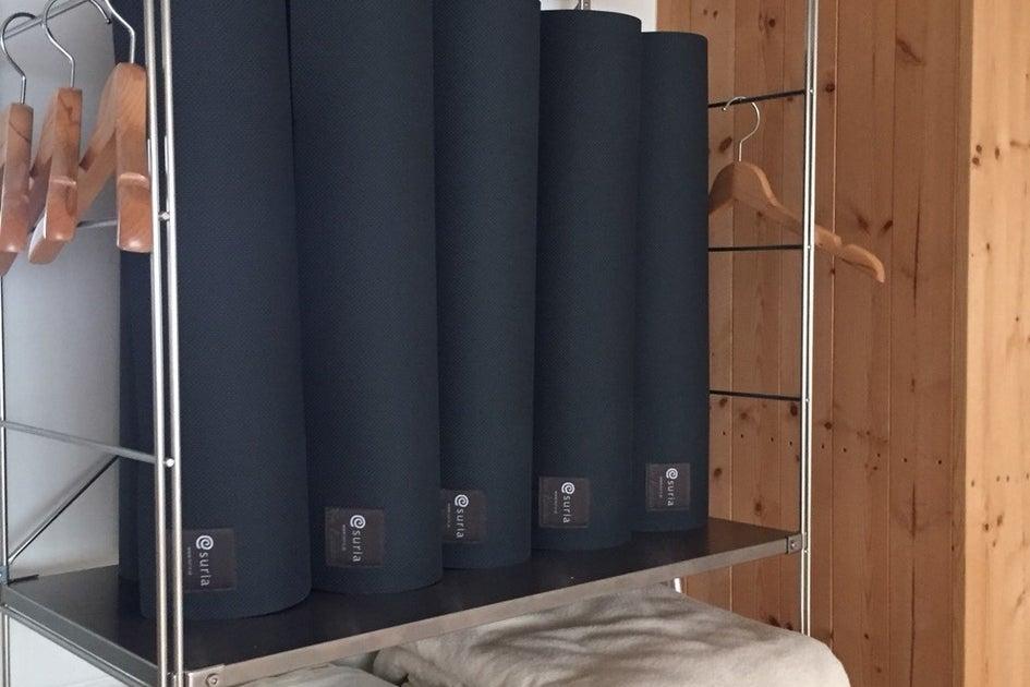 【銀座】オーガニック無垢床ヨガスタジオ・ヨガマット、ブロックなど完備 の写真