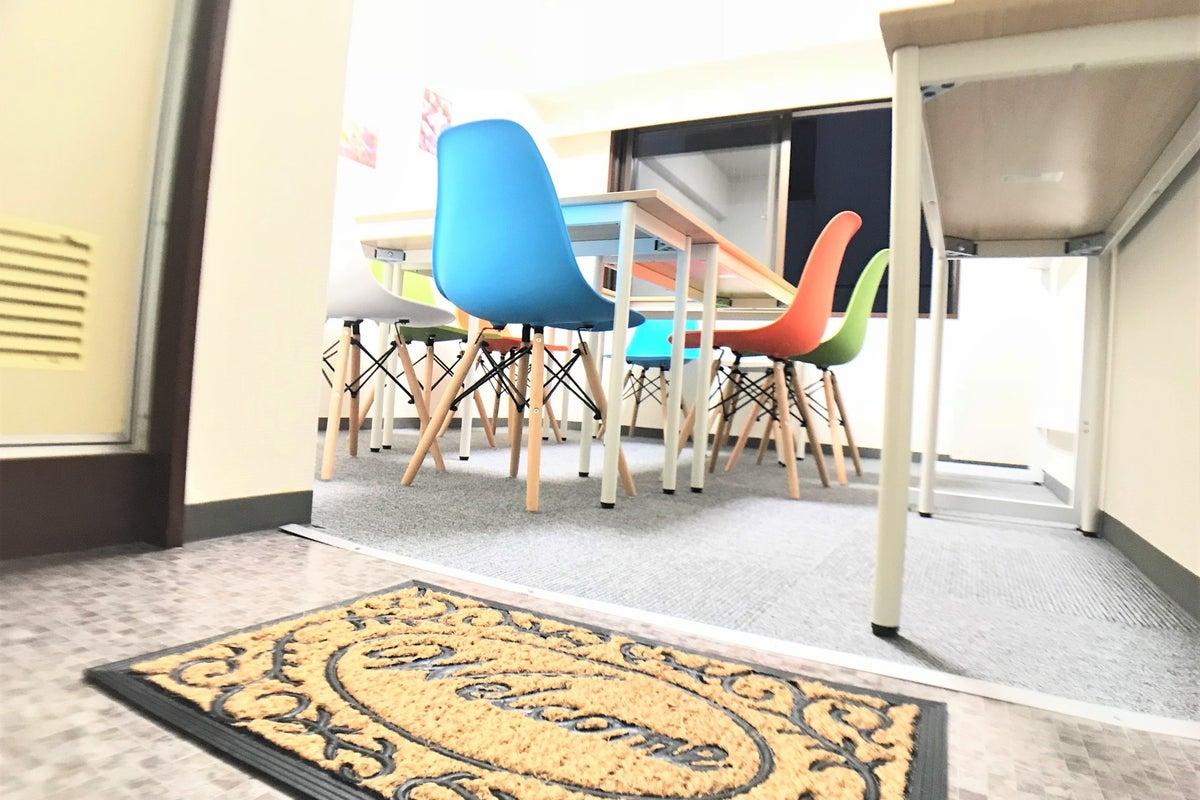 【新大阪駅出てすぐ!】少人数の会議や打ち合わせ、商談、面談、セミナー、ワークショップに「あいらんど新大阪」女子会・パーティーも の写真