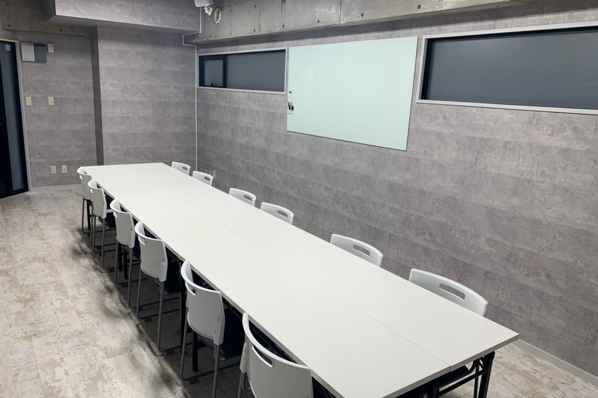 【外苑前】広々としたスタイリッシュな会議室☆ の写真