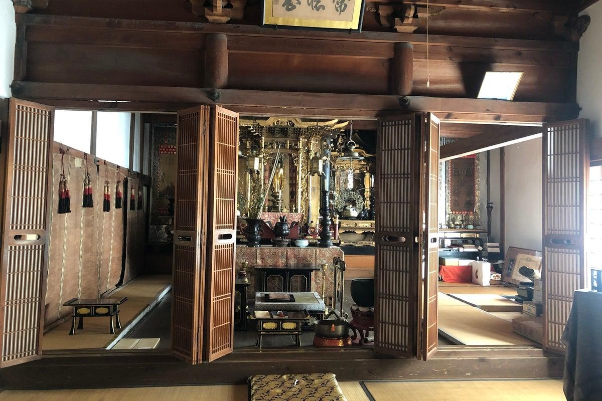極小のお寺の一部です。撮影やお経を唱えてみたいという方どうぞ! の写真