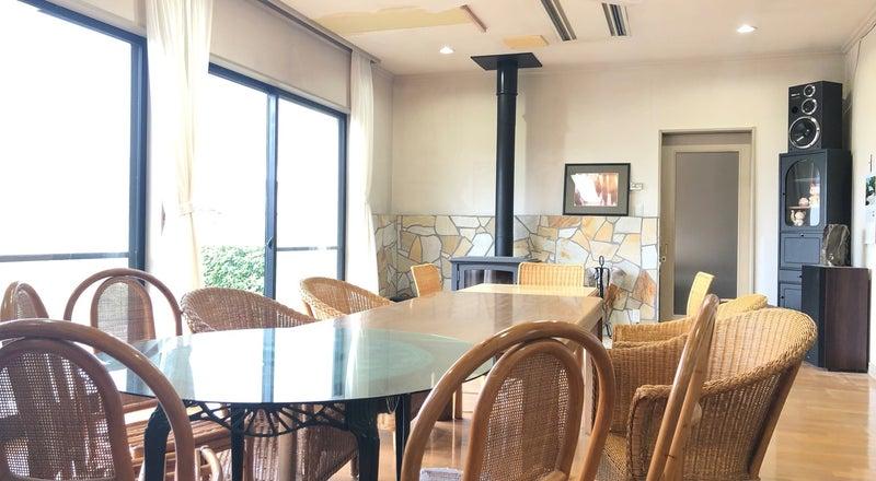 【撮影やパーティ利用が人気!】薪ストーブのある広いリビング、茶器を備えた和室のある大邸宅☆撮影利用が人気です!