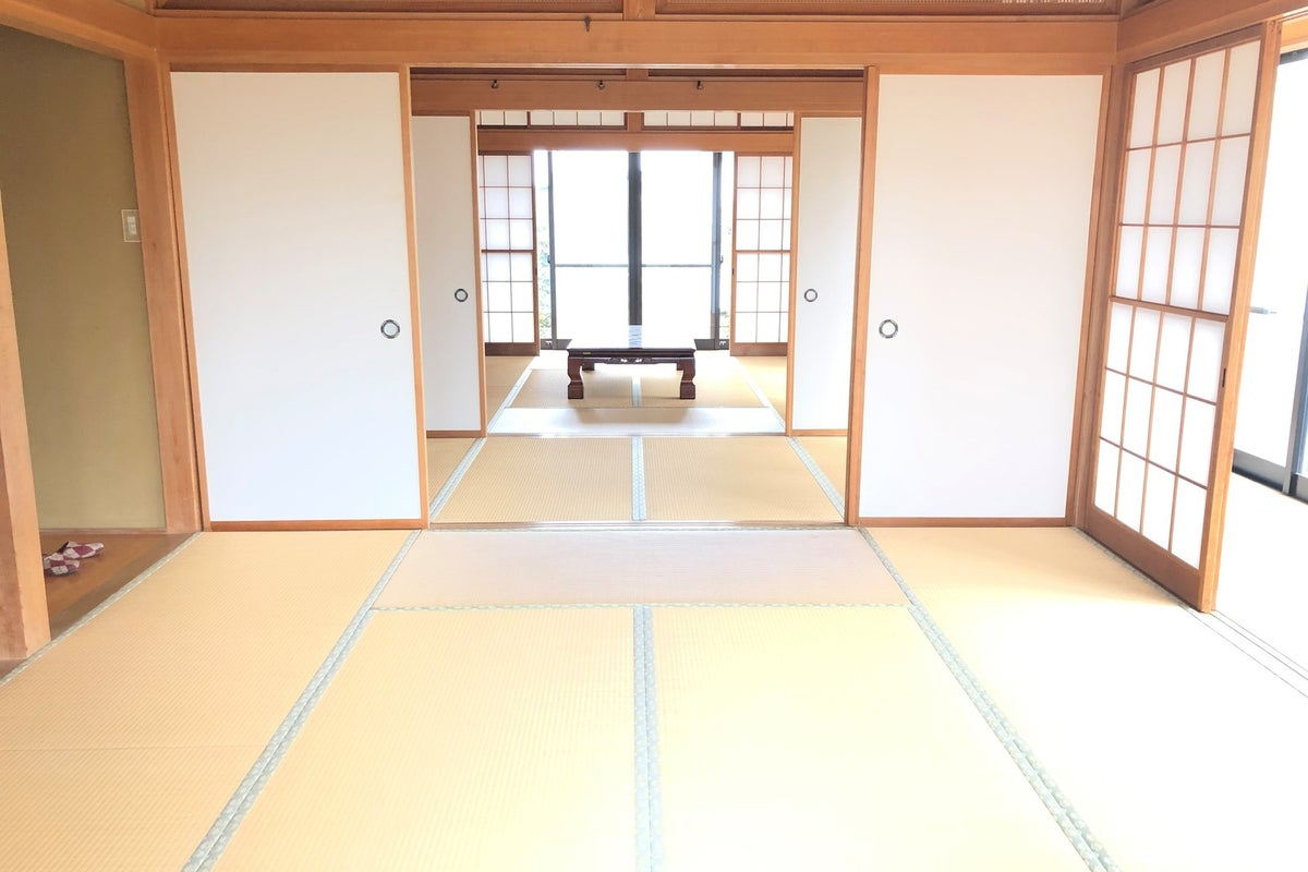 【撮影やパーティ利用が人気!】薪ストーブのある広いリビング、茶器を備えた和室のある大邸宅☆撮影利用が人気です! の写真