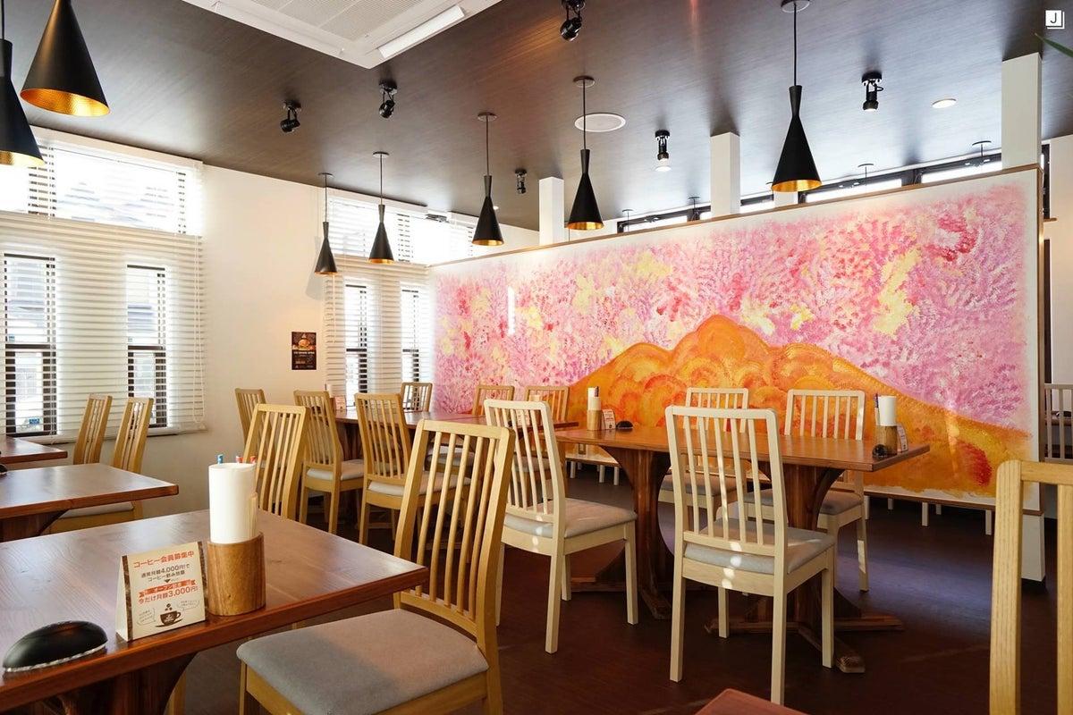 15:00まではハンバーガー専門店として営業中。16:00以降フリースペースとして利用可能。 の写真