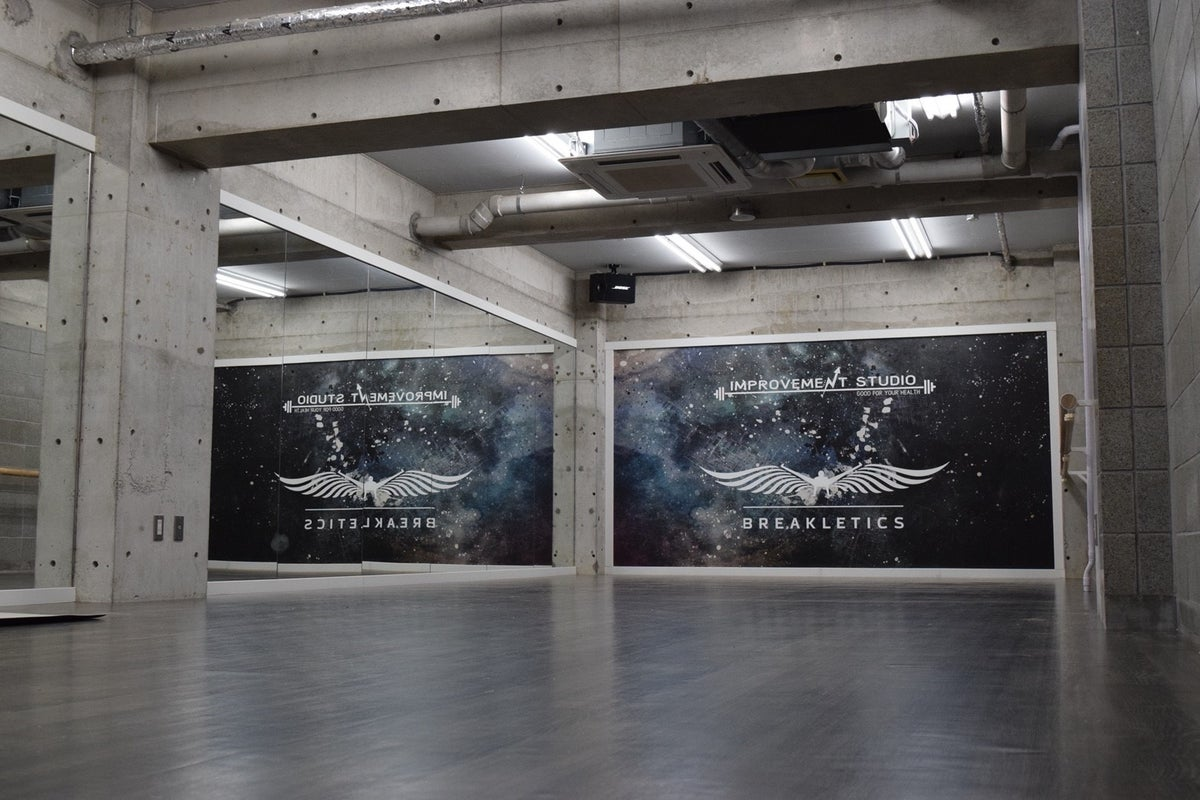 【中野区】4路線徒歩圏内、半面鏡張りのオシャレなレンタルスタジオ!ダンスレッスン・ヨガ・舞台稽古などに!24時間営業 の写真