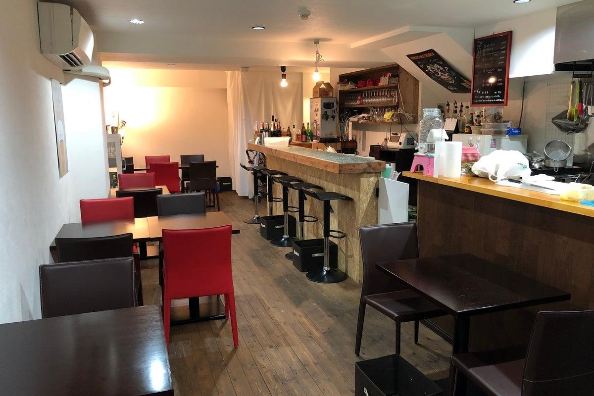 白を基調とした清潔感溢れる空間!調理スペースあり!パーティー・合コン・ママ会・料理教室利用に! の写真