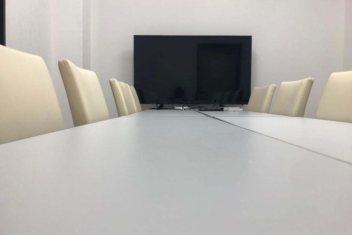 【会議室】小田急町田駅至近40秒完全個室⭐️除菌グッズ常備⭐️窓2面あり⭐️即予約可 の写真
