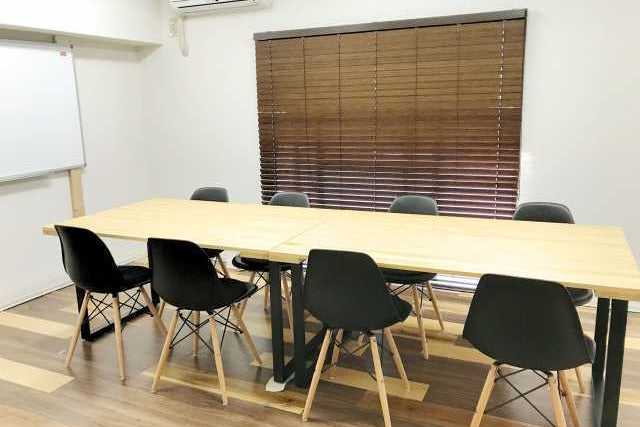 <スパークル会議室>シンプルな会議室♫最大収容9名!博多駅前! の写真