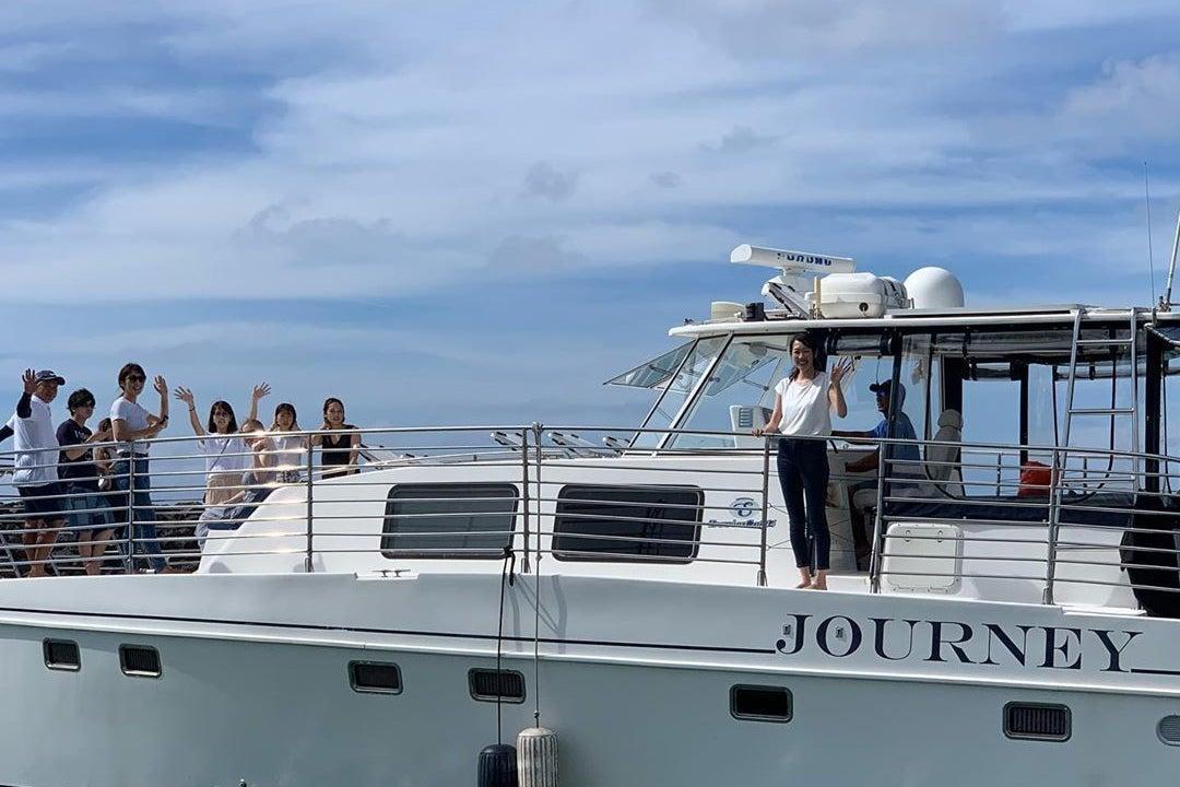 グアムでワンランク上のキャビン付きクルーザーを貸し切って、プレミアムな体験をしませんか? の写真