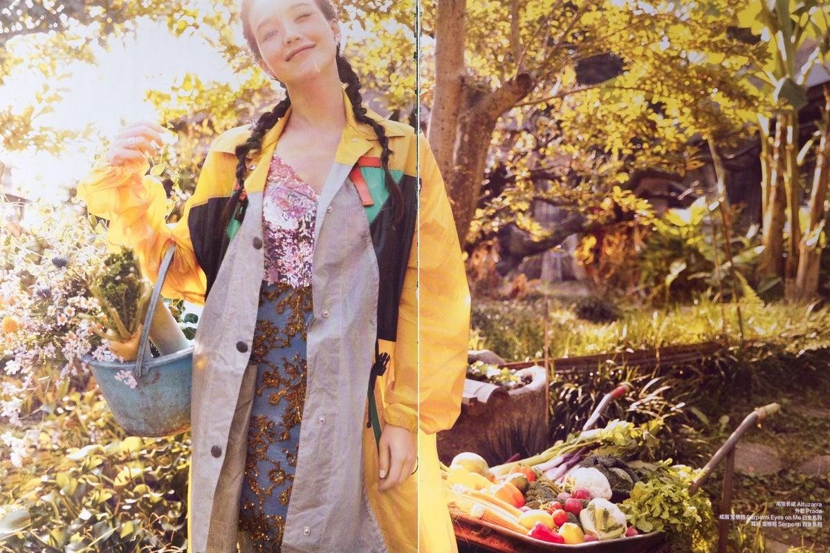 秋の紅葉を茅葺古民家で!【東京 町田】築153年の茅葺き古民家で、写真撮影やパーティーを存分に楽しもう! の写真