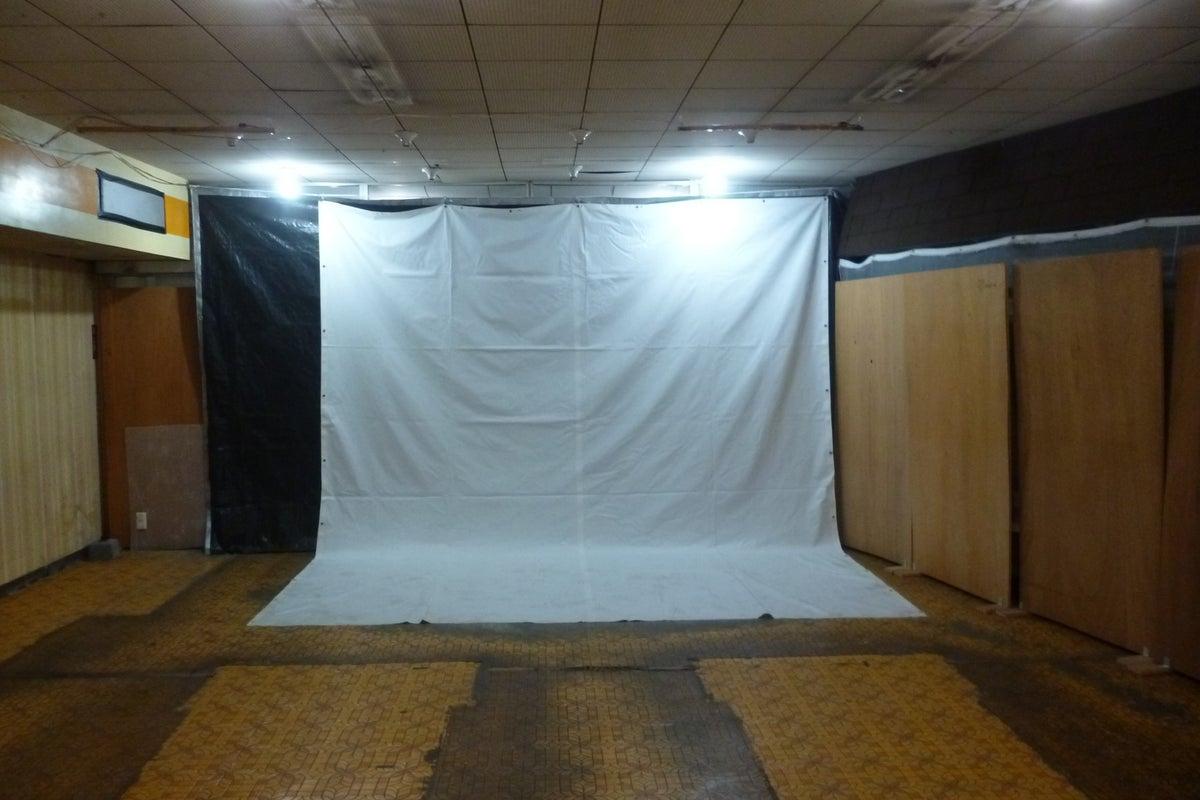余剰スぺーズの時間貸し始めました!200インチスクリーン&プロジェクターも完備 の写真