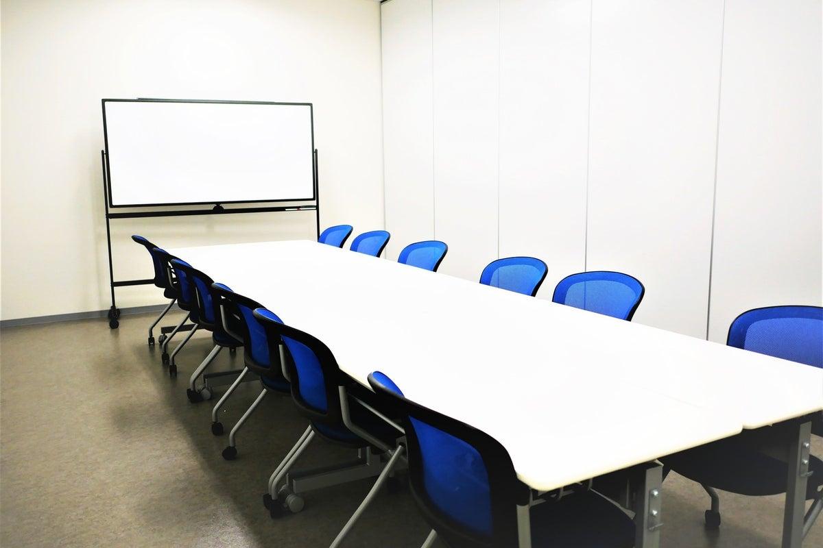 【拝島】複合施設内で駐車場も完備!小規模利用にピッタリな貸し会議室1 の写真