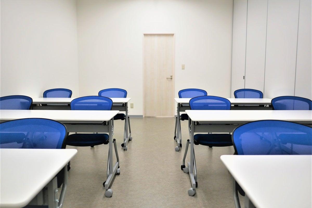 【拝島】複合施設内で駐車場も完備!12名収容で使いやすいコンパクトな貸し会議室2 の写真