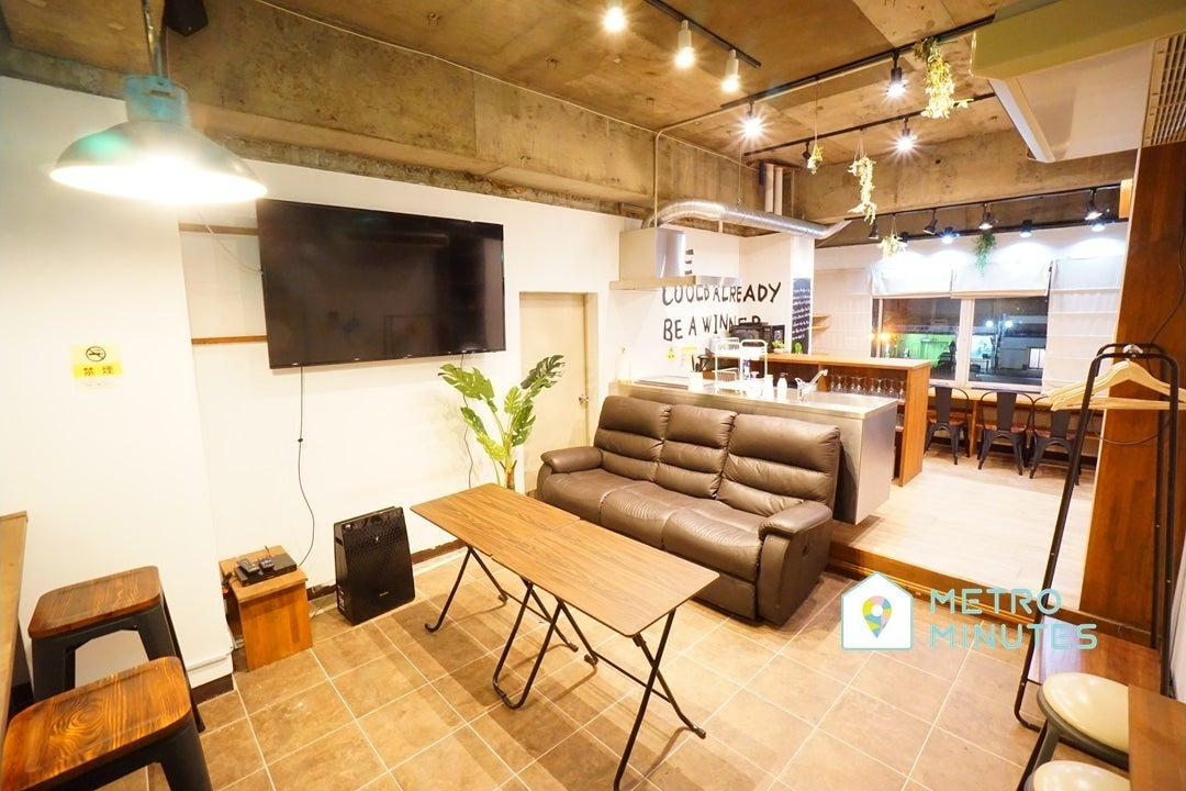 ✨SALE✨<バロックスペース>リモートワーク・テレワークにも最適!楽しめるデザイン空間⭐大型TV&キッチン!伏見駅徒歩7分 の写真