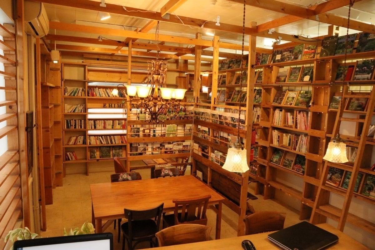 【カップベアーハウス】24時間無人カフェ テーブル4人席で勉強や会議や打ち合わせや読書などに! の写真