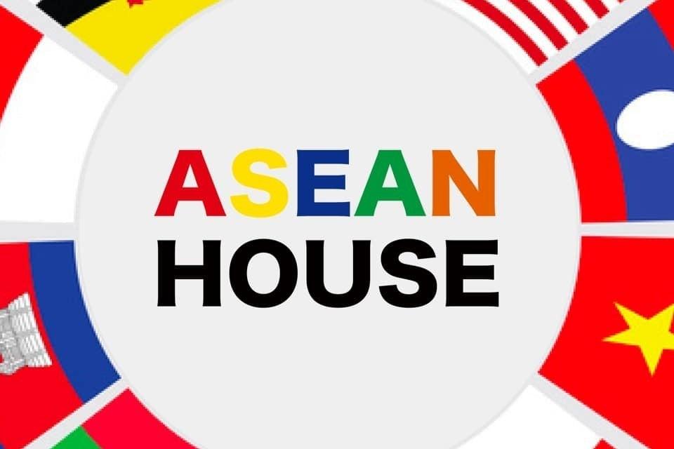[ASEAN HOUSE]中野坂上駅徒歩3分!広いリビングお貸しします! の写真