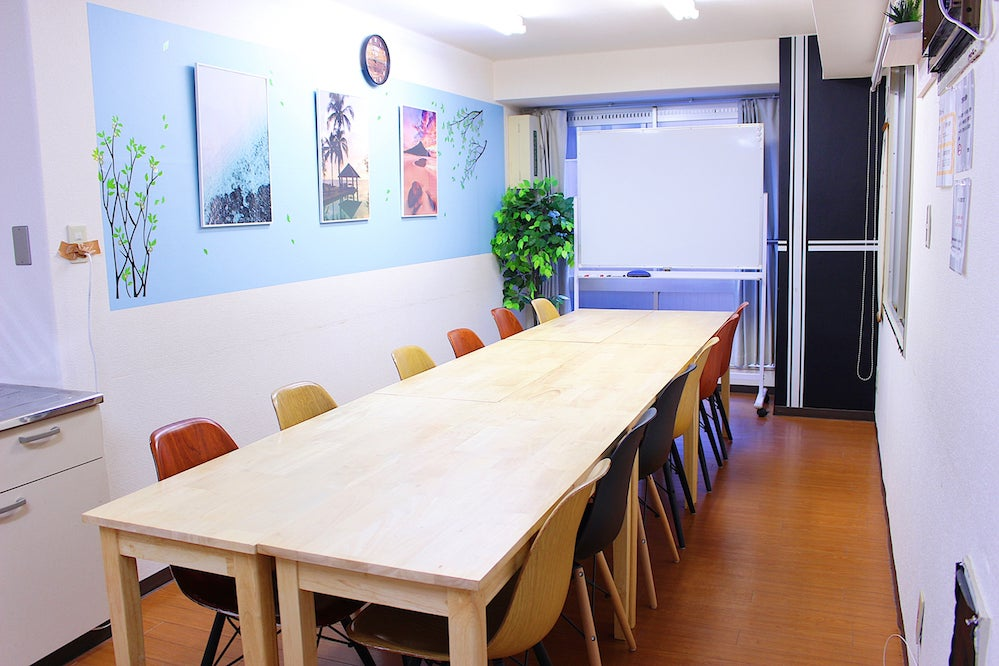 池袋駅東口徒歩4分!「安い」「広い」「綺麗」な貸会議室『FRIENDS』です!20名収容可能!設備も充実しています! の写真