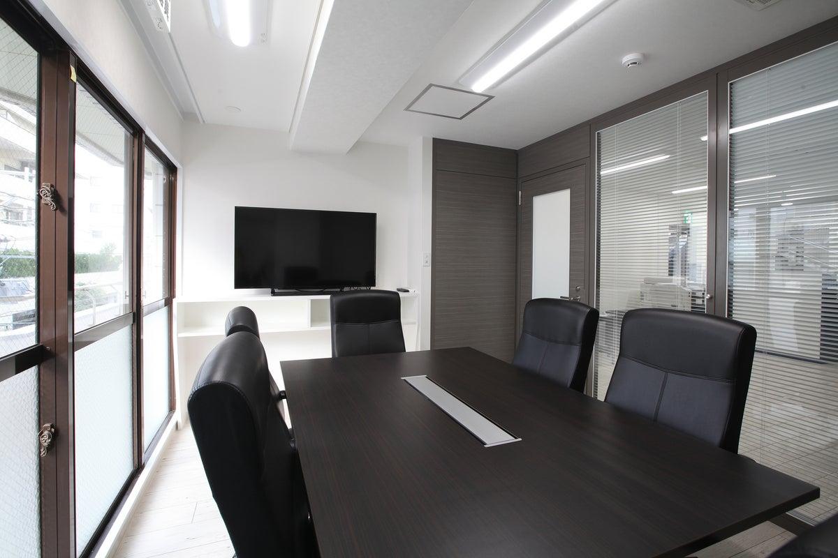 ◆久茂地 会議室【~6名】◆ Wi-Fi(光回線)ホワイトボードHDMI 時間貸し の写真